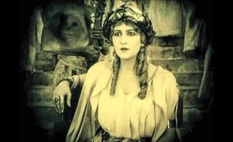 "Filmstill ""Starring Helen of Troy"", © Miriam Gossing und Stefani Glauber"